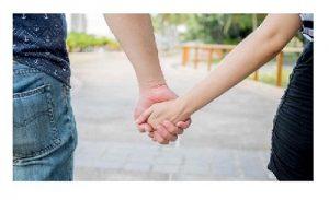 pareja-cogidos-de-la-mano